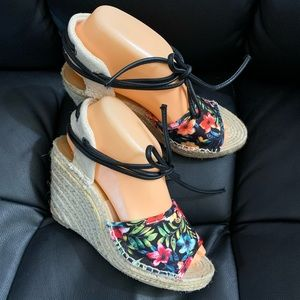 Dolce Vita Black Floral Wedge Espadrilles Size 7